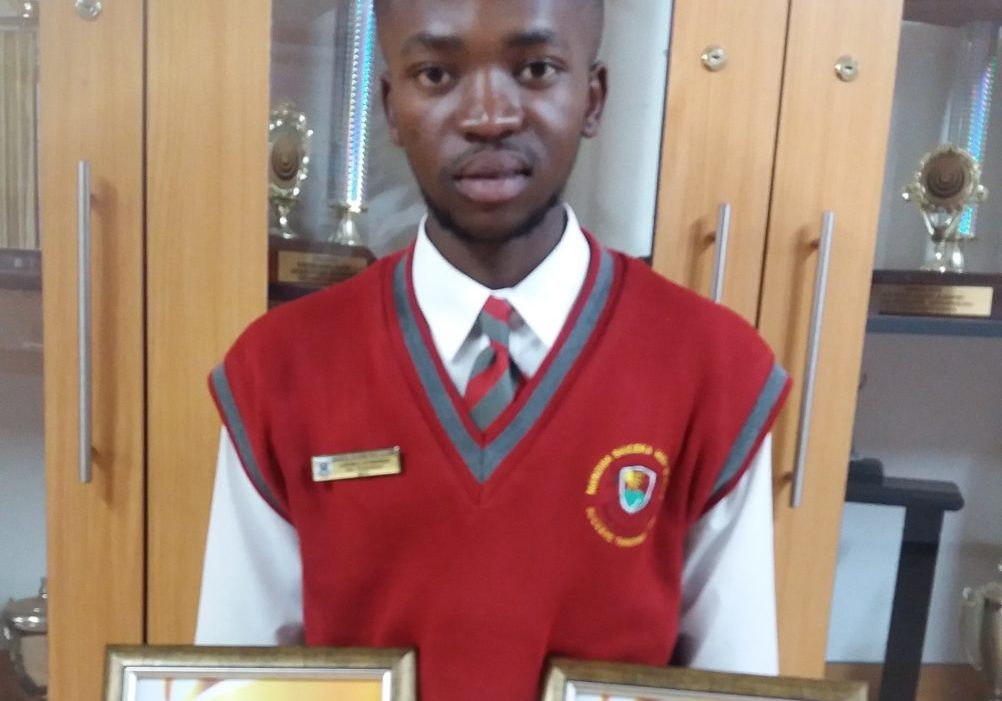 Lukhele Siyabonga (Matric 2017) obtained 6 distinctions in English first additional language, Geography, Life sciences, Life orientation, Physical Sciences 100% and mathematics 100%.
